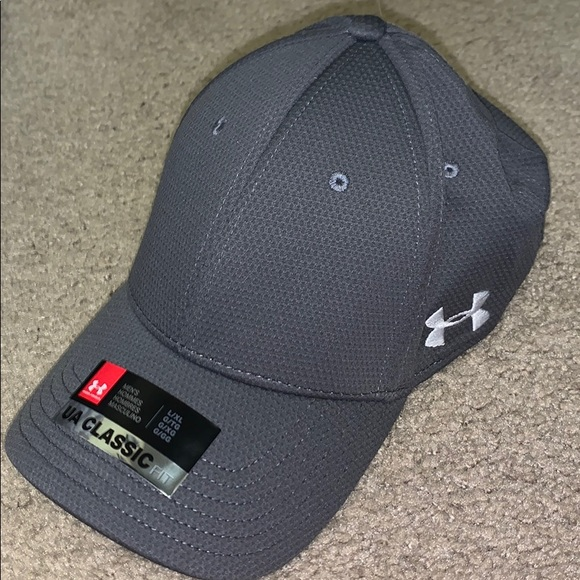 low priced ef913 88c06 New Under armour classic fit cap